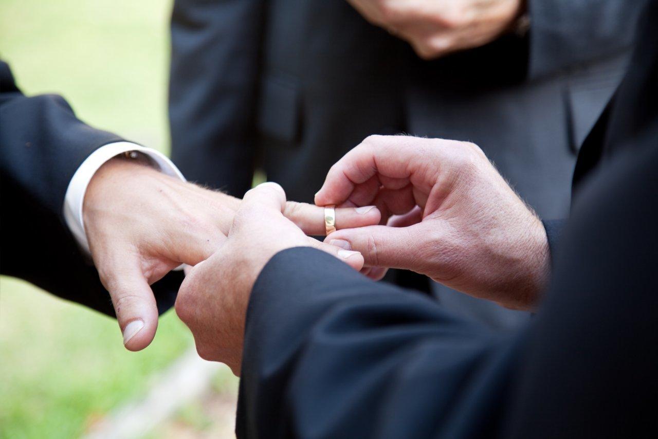 il-centro-dice-si-al-matrimonio-per-tutti:-«si-adatti-il-diritto-alla-realta»