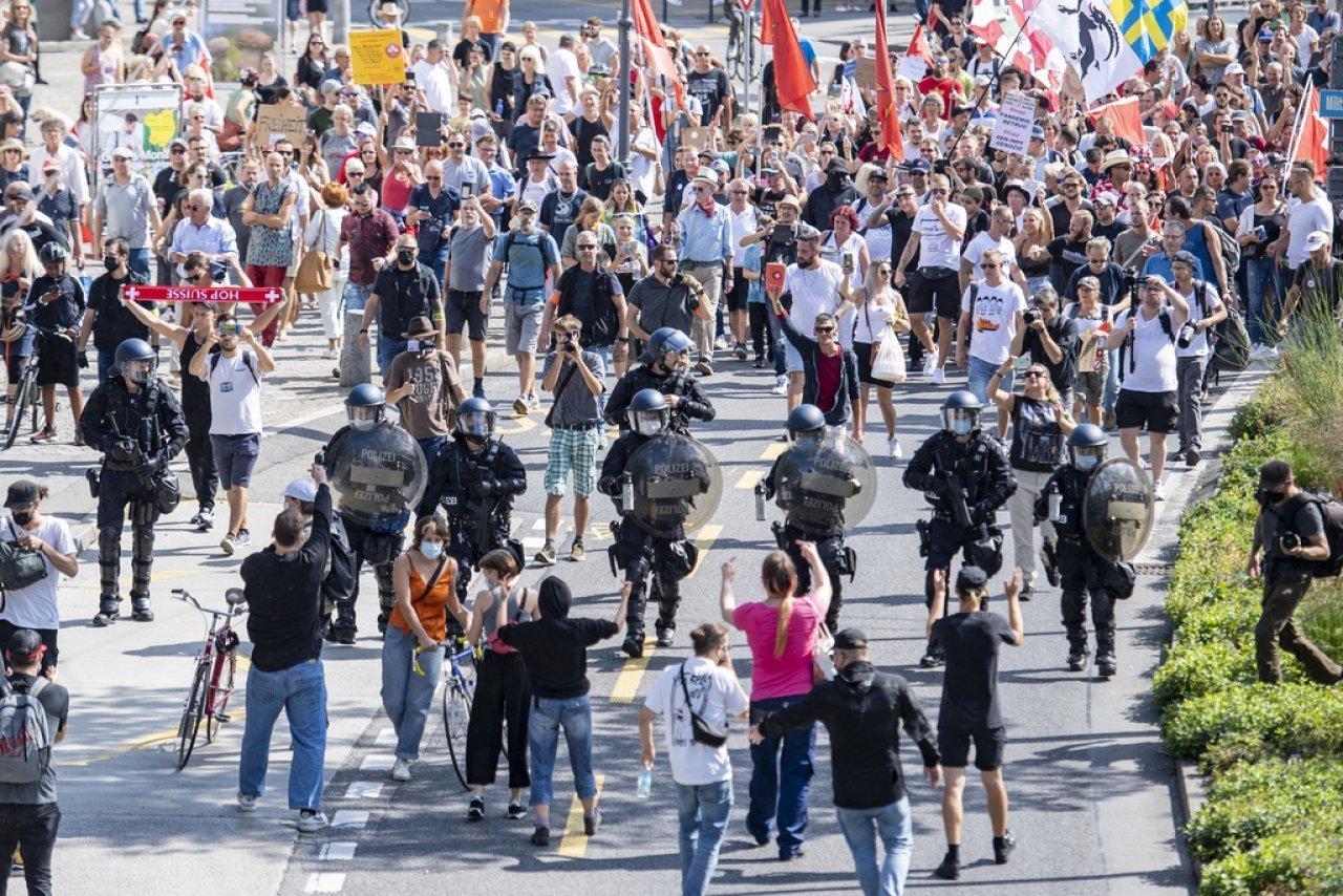 manifestazione-contro-le-misure-anti-covid,-denunciati-gli-organizzatori