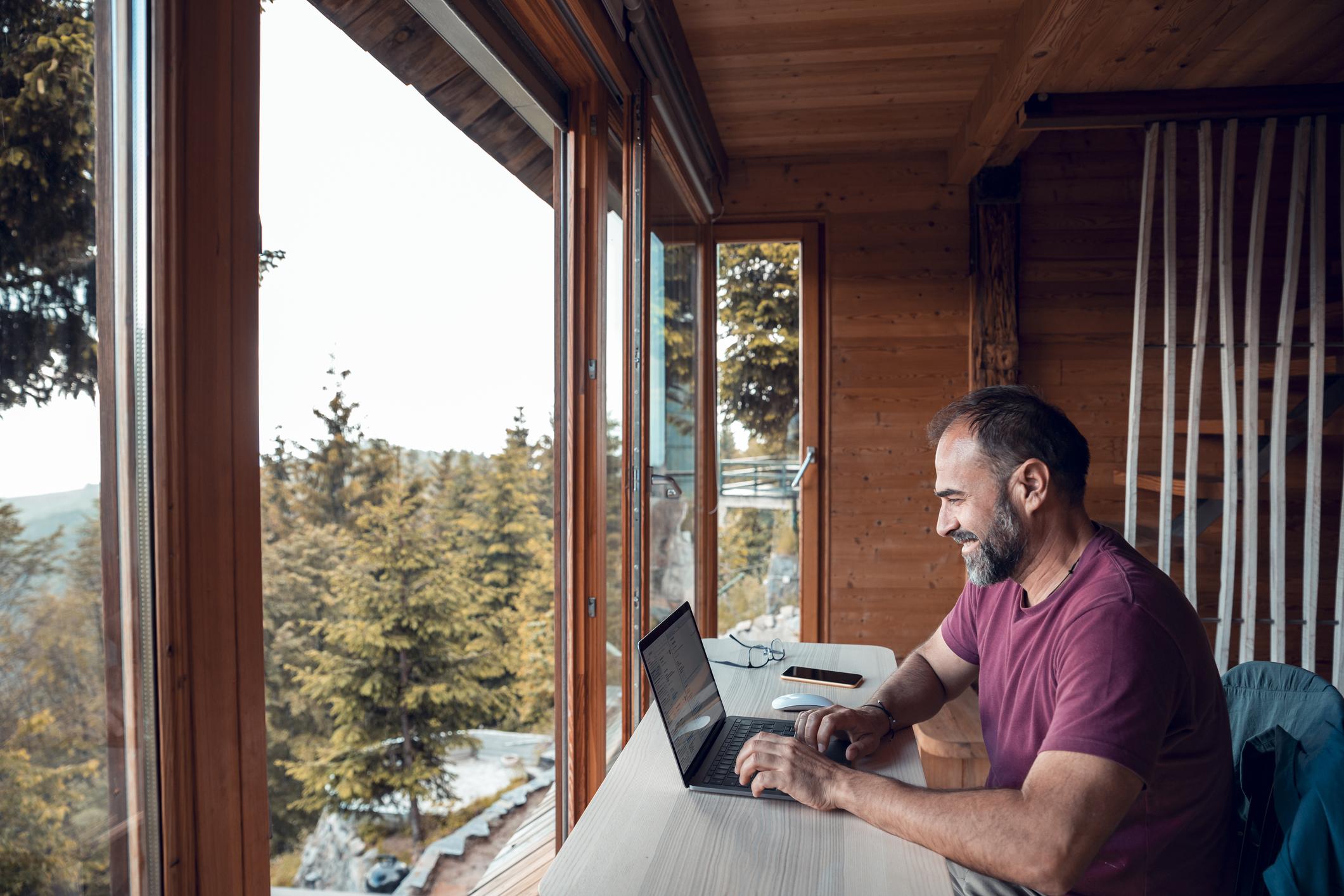 lavoro-ibrido,-i-consigli-per-gli-imprenditori-che-vogliono-liberare-il-potenziale-anche-dal-salotto-di-casa
