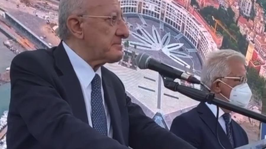 """salerno,-de-luca-inaugura-in-lacrime-piazza-della-liberta:-""""un'opera-che-in-italia-si-realizza-ogni-500-anni"""""""
