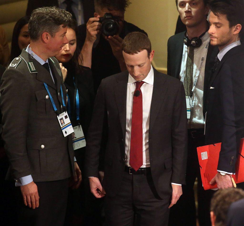 il-lunedi-nero-di-zuckerberg:-facebook-down,-la-whistleblower-in-tv-e-6-miliardi-di-dollari-in-fumo