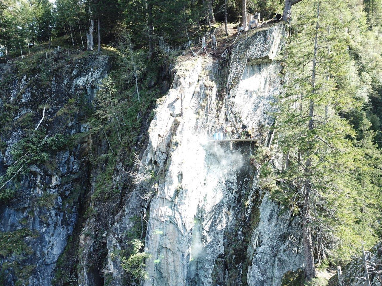 roccia-pericolante-sopra-la-strada-per-vals