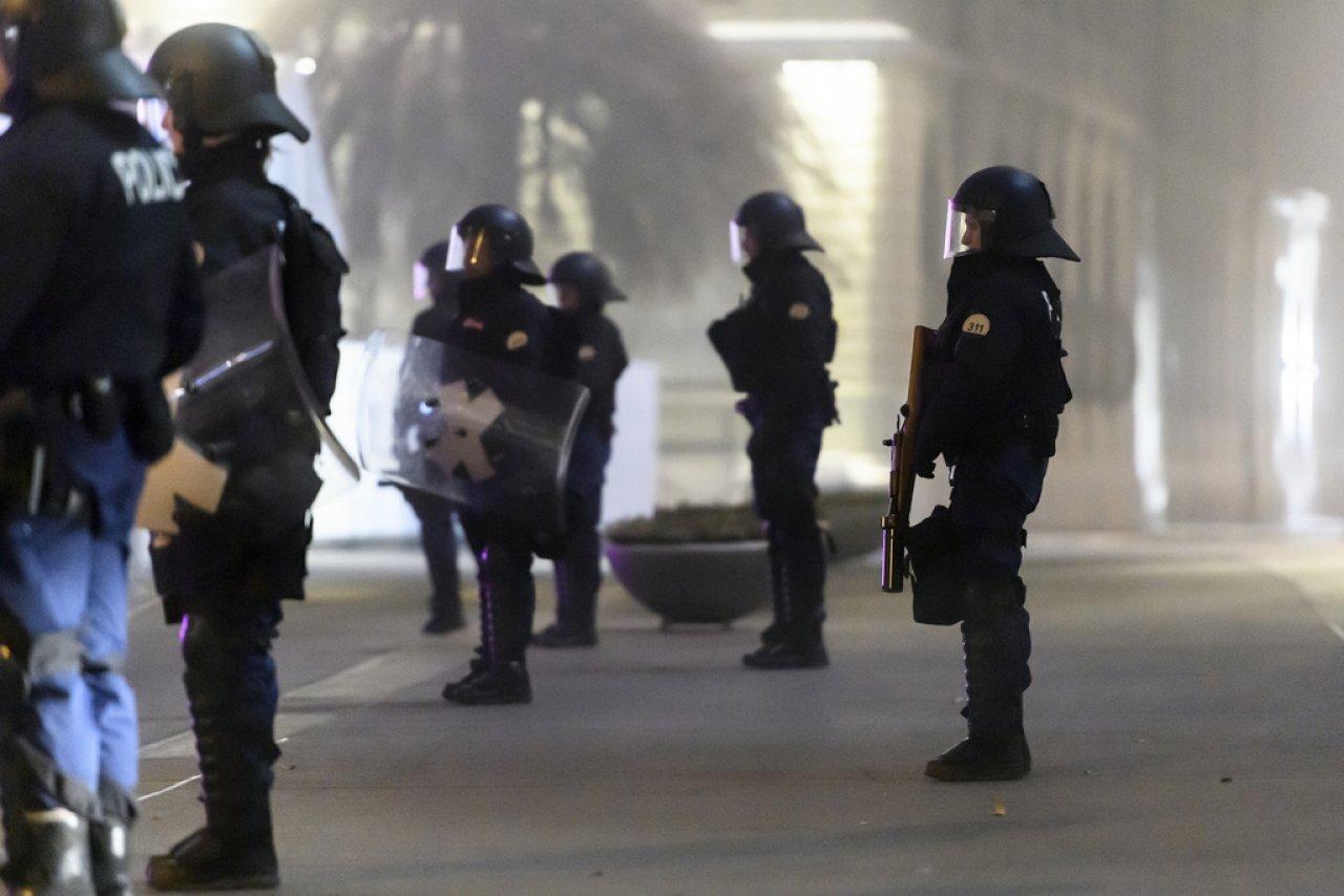 «liberta»,-manifestanti-accolti-da-idranti-e-proiettili-di-gomma