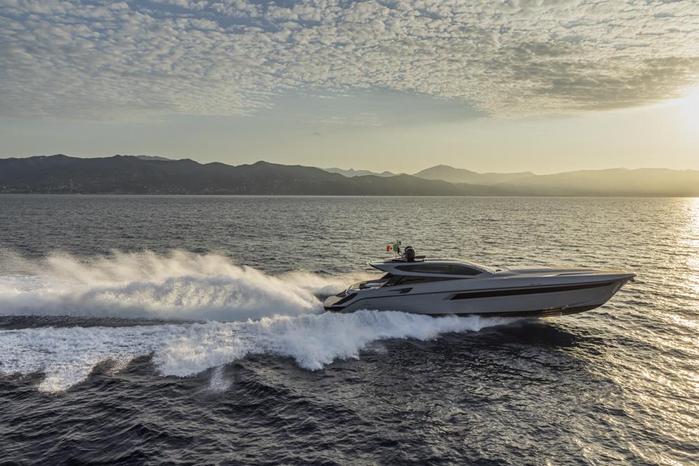 le-immagini-del-nuovo-otam-70ht,-lo-yacht-di-lusso-che-si-ispira-alle-supercar-sportive
