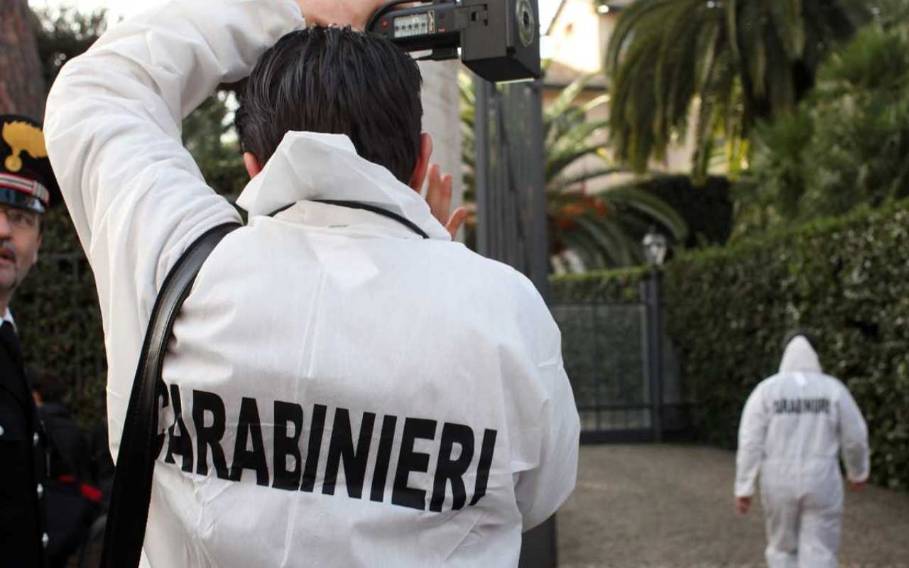 cadavere-ritrovato-in-garage-con-ferite-da-taglio:-indagano-i-carabinieri