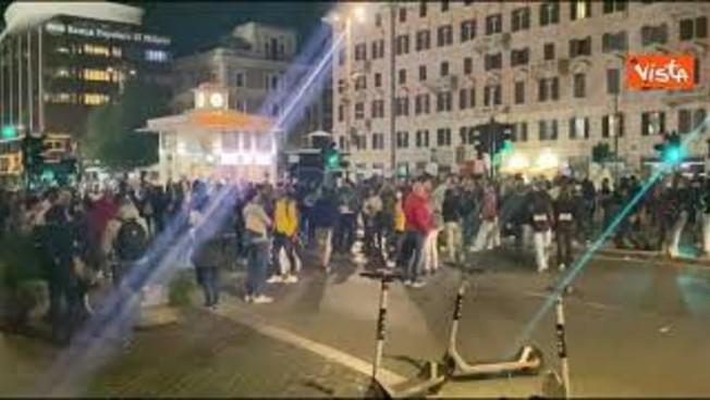 no-green-pass-occupano-piazzale-flaminio.-traffico-bloccato-nel-centro-di-roma