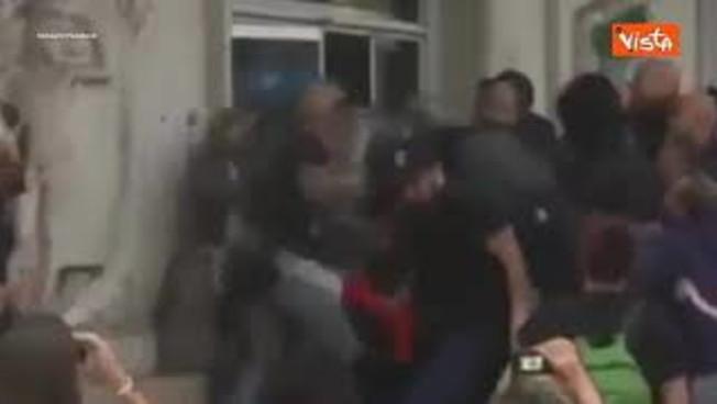 no-green-pass,-manifestanti-assaltano-la-sede-della-cgil-a-roma