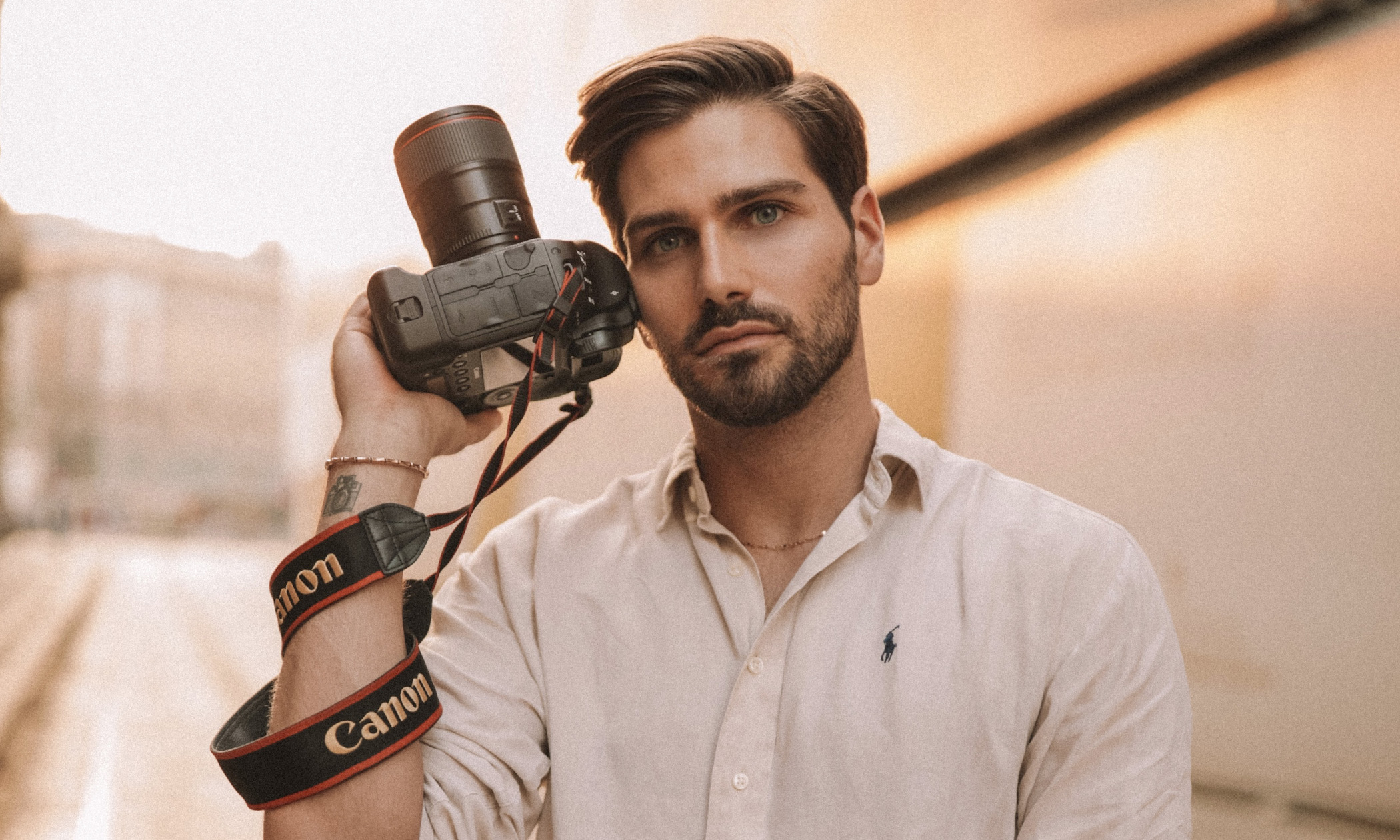 scatti-in-sfumature-d'arancio:-cosi-questo-fotografo-di-moda-abruzzese-immortala-modelle-e-influencer-di-tutto-il-mondo